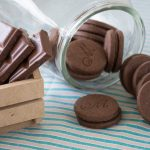 Biscoito Recheado Sem Glúten Doce Sabor Chocolate - Foto: IC Fotografias